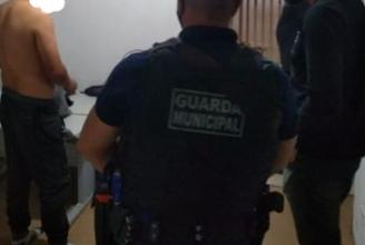 Foto de Homem é preso após agredir o pai e a irmã em Araucária