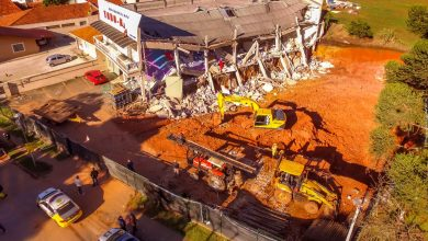 Foto de Polícia investiga causa de desabamento de prédio em Colombo; uma pessoa permanece internada