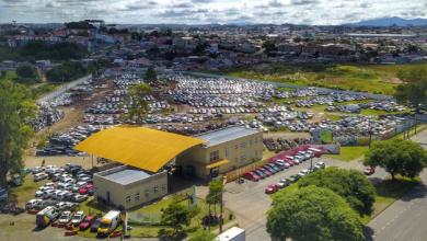Foto de Governador do Paraná sanciona lei que isenta taxas de estada em pátios veiculares