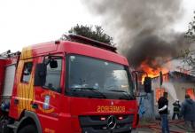 Foto de Sofá pega fogo, incêndio se alastra pela casa em Curitiba; veja vídeos